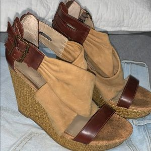 Kenneth Cole Brown and Taupe wedges